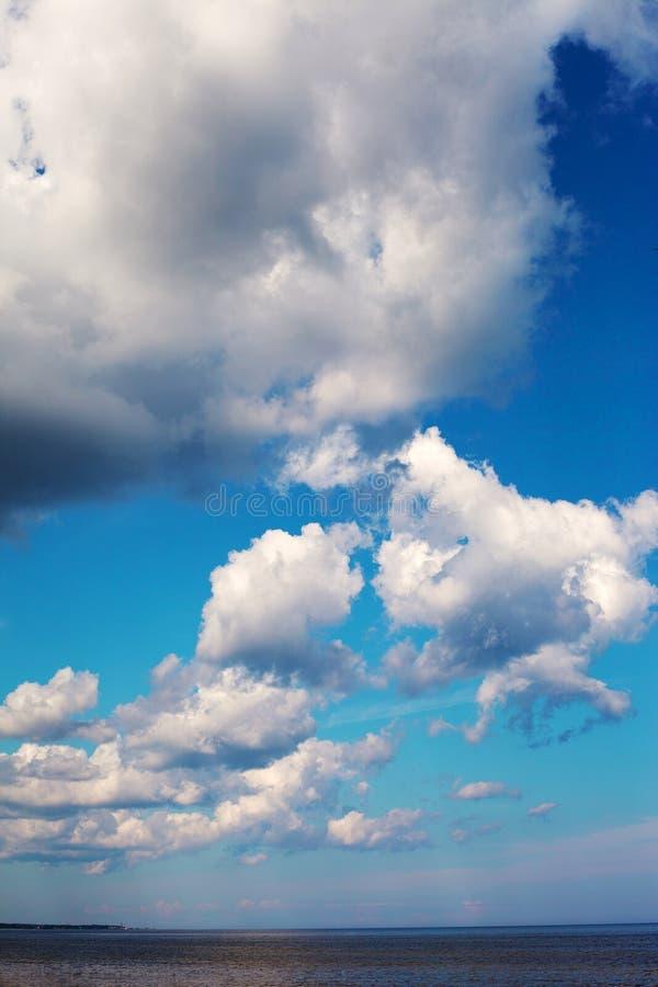 Chmury nad Morzem Bałtyckim. zdjęcia stock