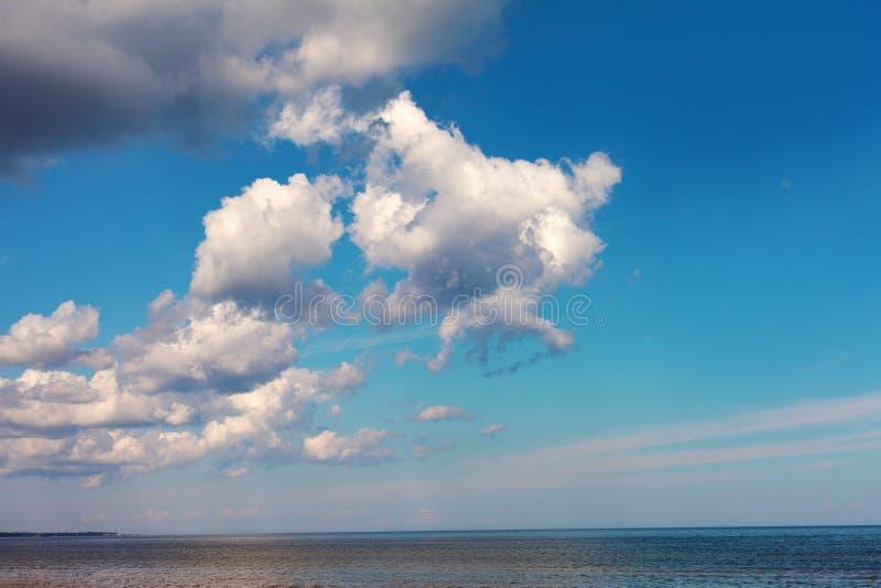 Chmury nad Morzem Bałtyckim. obrazy stock