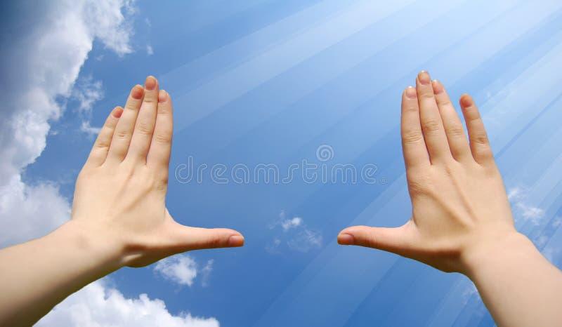 chmury obramiają ręki robić połysk fotografia royalty free