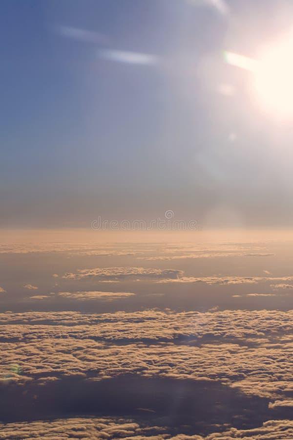 Download Chmury Od Wysokości Samolot Obraz Stock - Obraz złożonej z natura, wolność: 53790371
