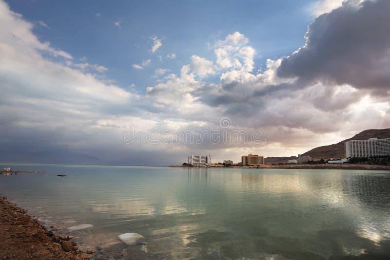 chmury odbijający morze fotografia stock