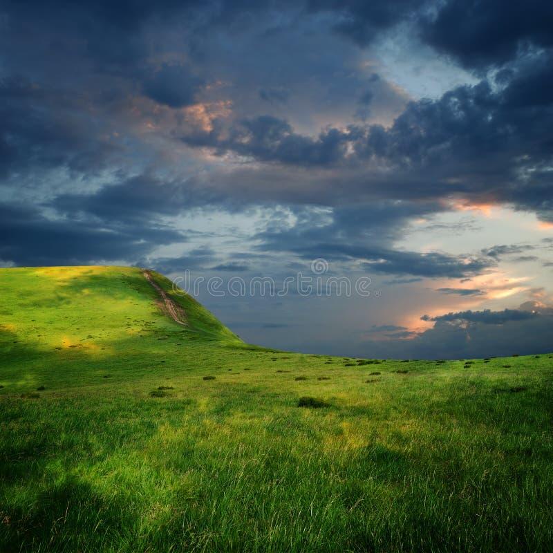 chmury ostrzą majestatycznego plateau obraz stock