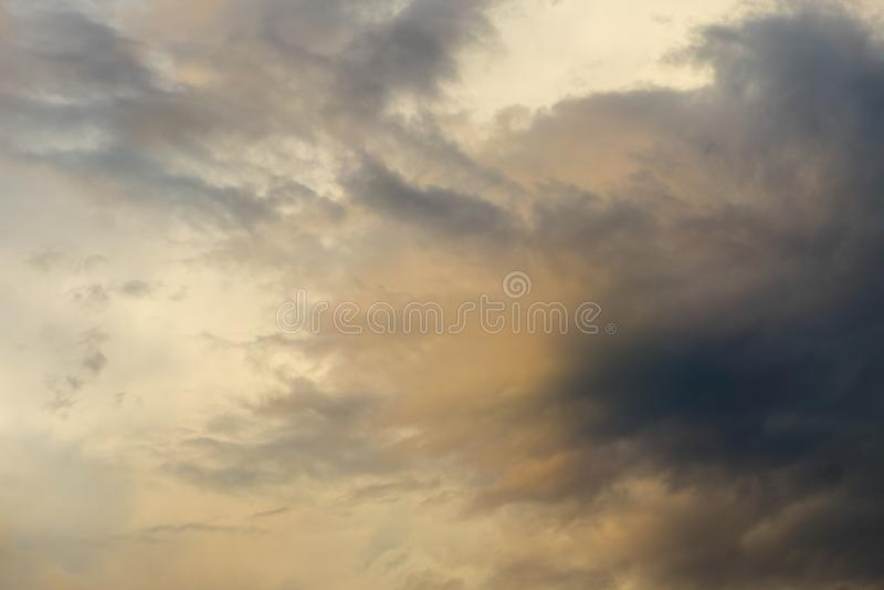 Chmury przed burzą w wieczór fotografia royalty free