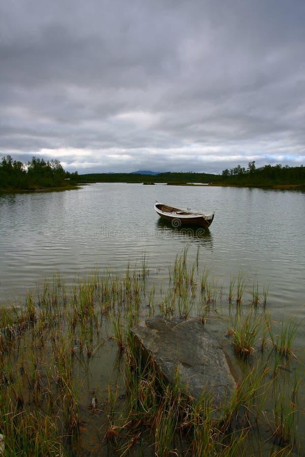 chmury rejs jeziora rock zdjęcia stock