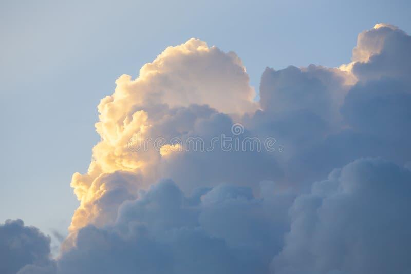Chmury, scena z przestrzenią dla teksta obraz stock