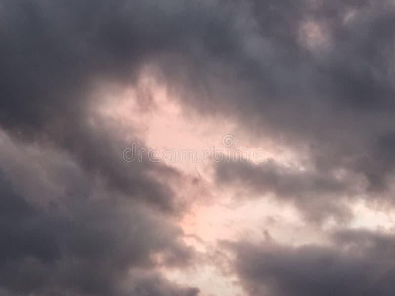 Chmury tuż przed burzą zdjęcia stock