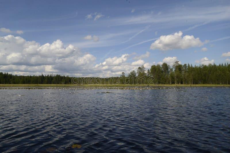 Chmury w jeziorze zdjęcia stock