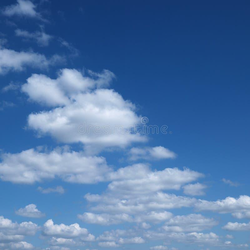 Chmury w niebie. obraz royalty free