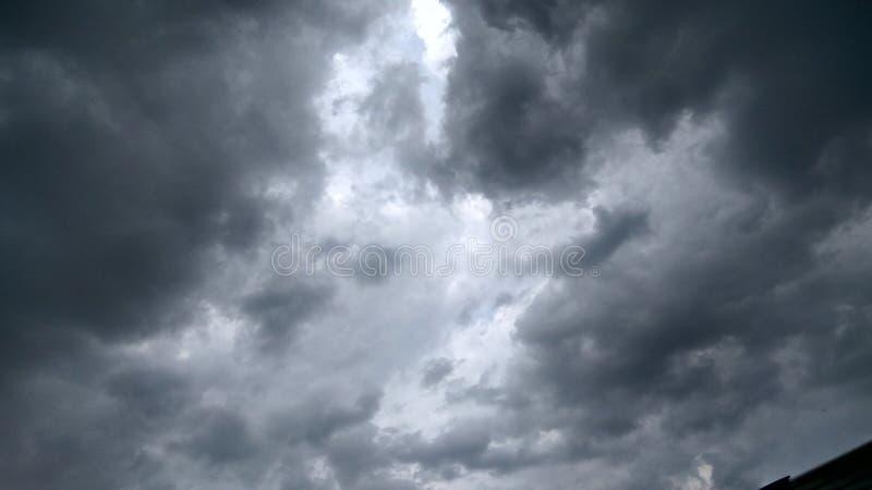 Chmury z zmrokiem zdjęcie stock