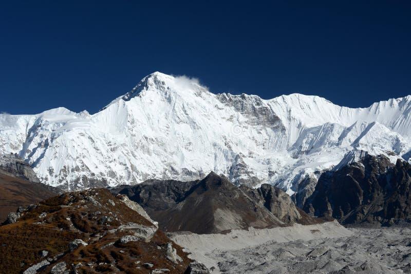 Cho Oyu-piek 8201m nepal stock afbeeldingen