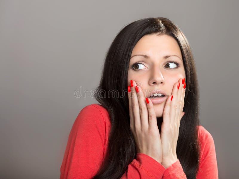 Chockad flicka royaltyfri fotografi