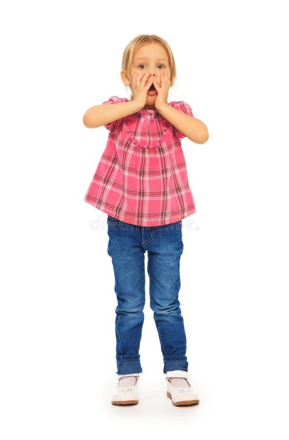 Chockad liten flicka royaltyfri fotografi