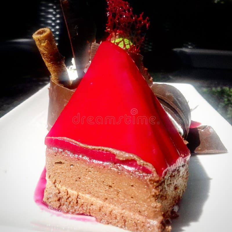 Chococake met Rode chocolat wordt verglaasd die stock afbeeldingen