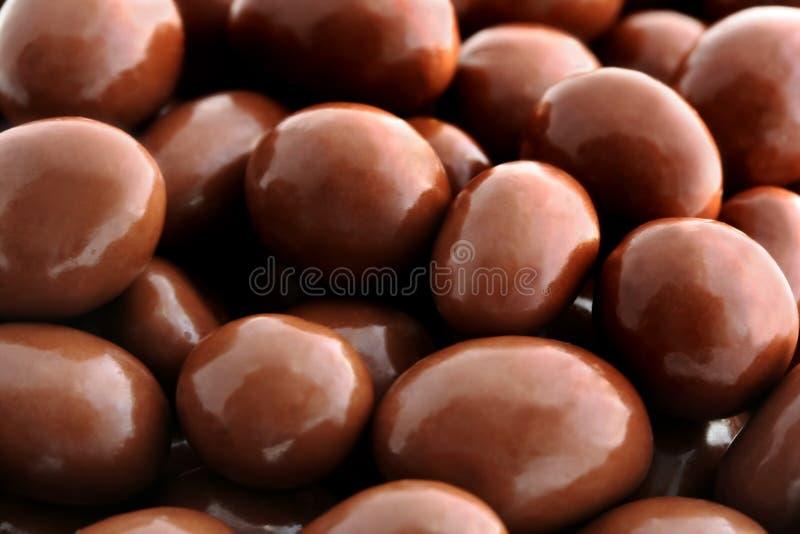 Chocolade-behandelde Pinda's stock foto's