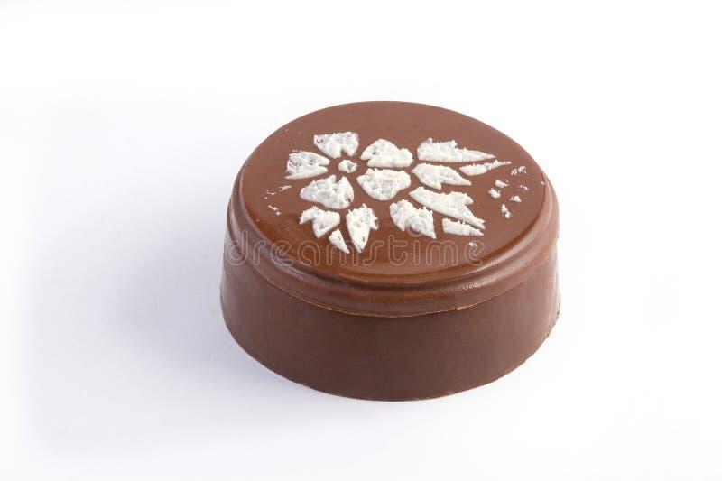Chocolade BO met de decoratie van de witte suikerbloem royalty-vrije stock afbeeldingen