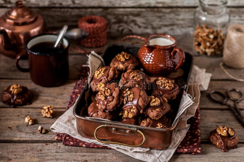 Chocolade, Cornflakes en Okkernootkoekjes stock afbeeldingen