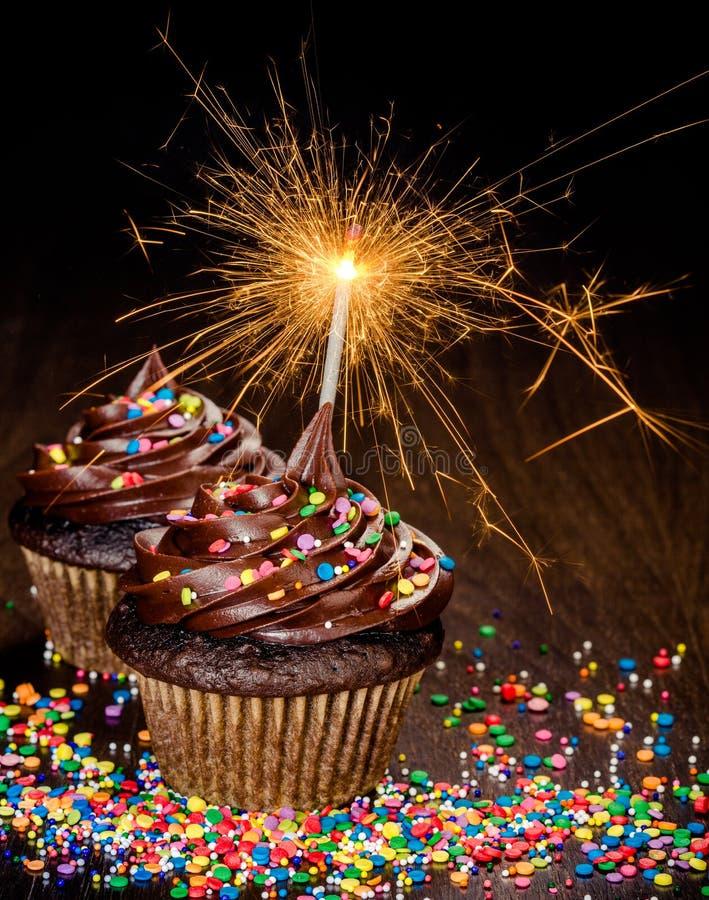 Chocolade cupcakes stock afbeeldingen