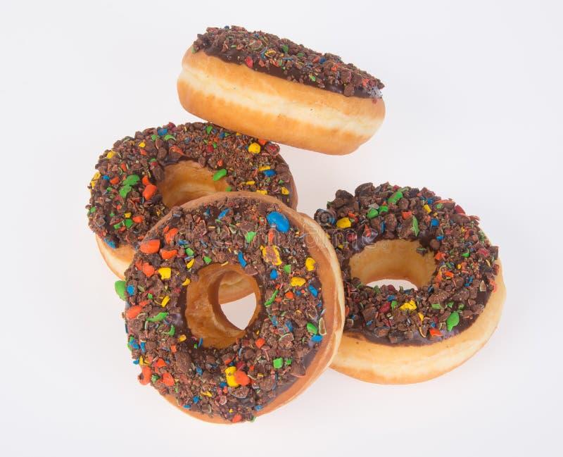 Chocolade donuts op een witte achtergrond royalty-vrije stock afbeeldingen
