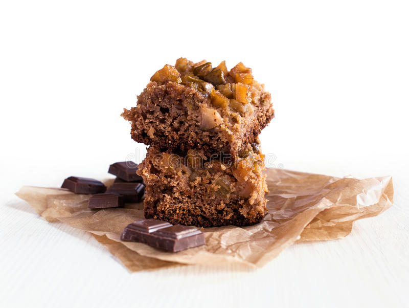 Chocolade en kweepeercake stock foto