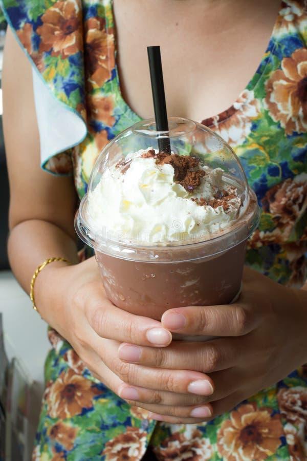 Chocolade frappe met slagroom stock foto's