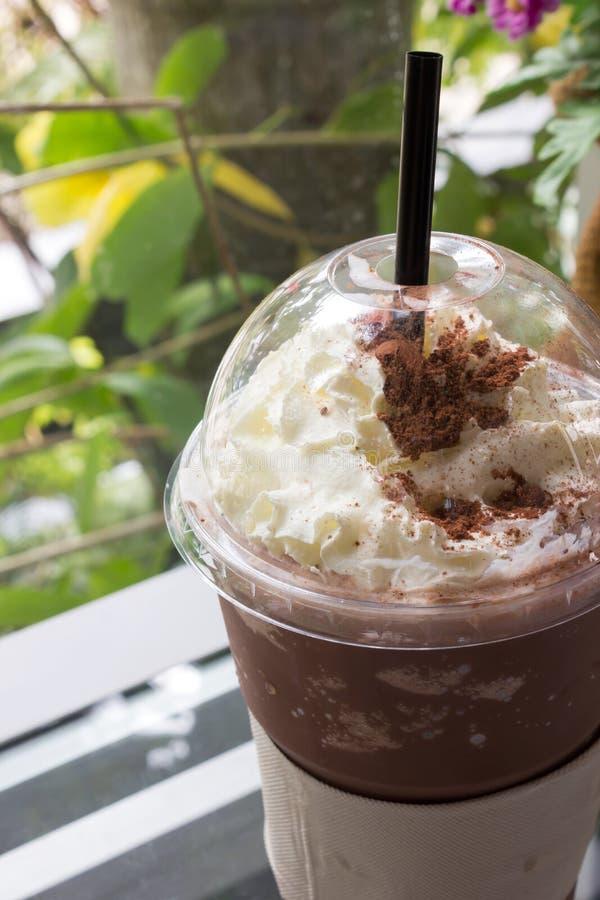 Chocolade frappe met slagroom royalty-vrije stock afbeeldingen
