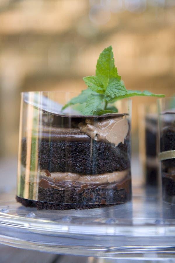 Chocolade gelaagde cake royalty-vrije stock foto