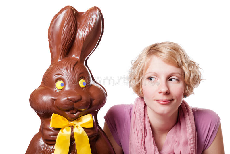 Chocolade Pasen Bunny Looking bij een Blond Meisje royalty-vrije stock foto