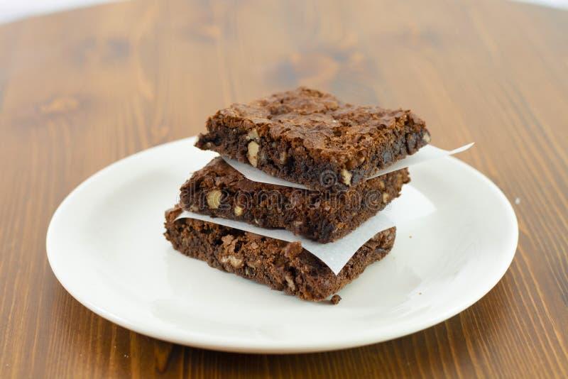 Chocoladebrownie met hete chocolade smeltende saus op het royalty-vrije stock afbeelding