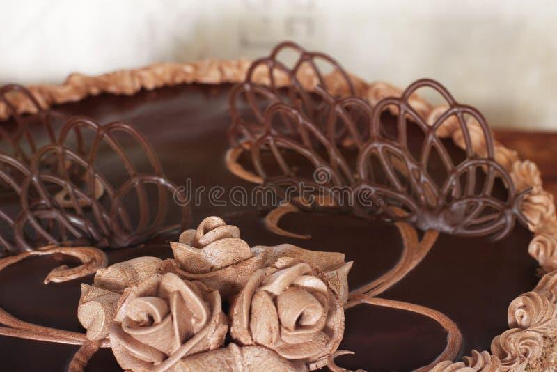 Chocoladecake op de lijst stock foto