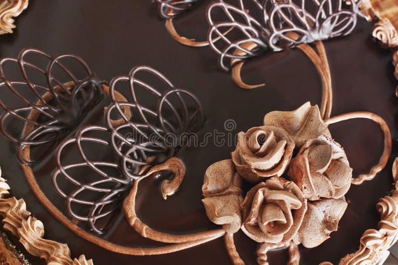Chocoladecake op de lijst royalty-vrije stock afbeelding