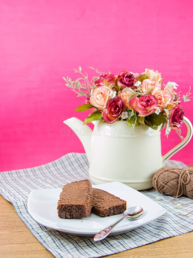 Chocoladecakes op witte plaat royalty-vrije stock foto's