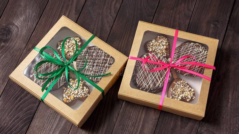 Chocoladedessert, cake in een doos stock afbeelding
