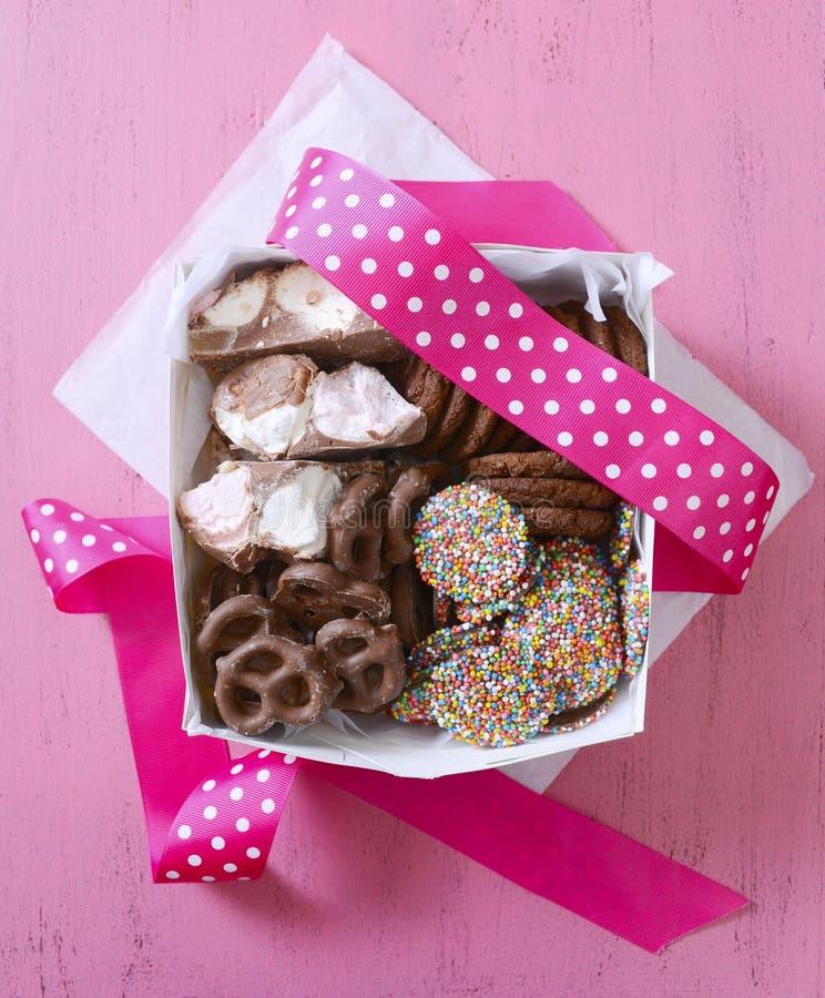 Chocoladesuikergoed en van de koekjesgift doos royalty-vrije stock foto
