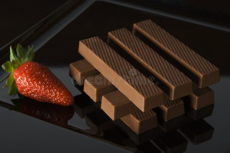 Chocolat avec la fraise images stock