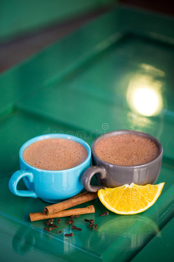 Chocolat chaud avec de la cannelle photos stock