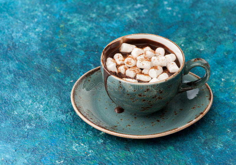 Chocolat chaud avec des guimauves photo stock