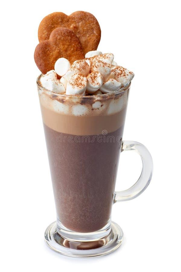 Chocolat chaud avec des guimauves et des biscuits de gingembre dans la tasse en verre sur le blanc image stock