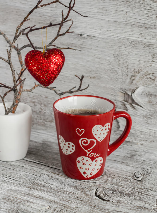 chocolat chaud de petit d jeuner romantique de saint valentin une tasse rouge et un coeur. Black Bedroom Furniture Sets. Home Design Ideas