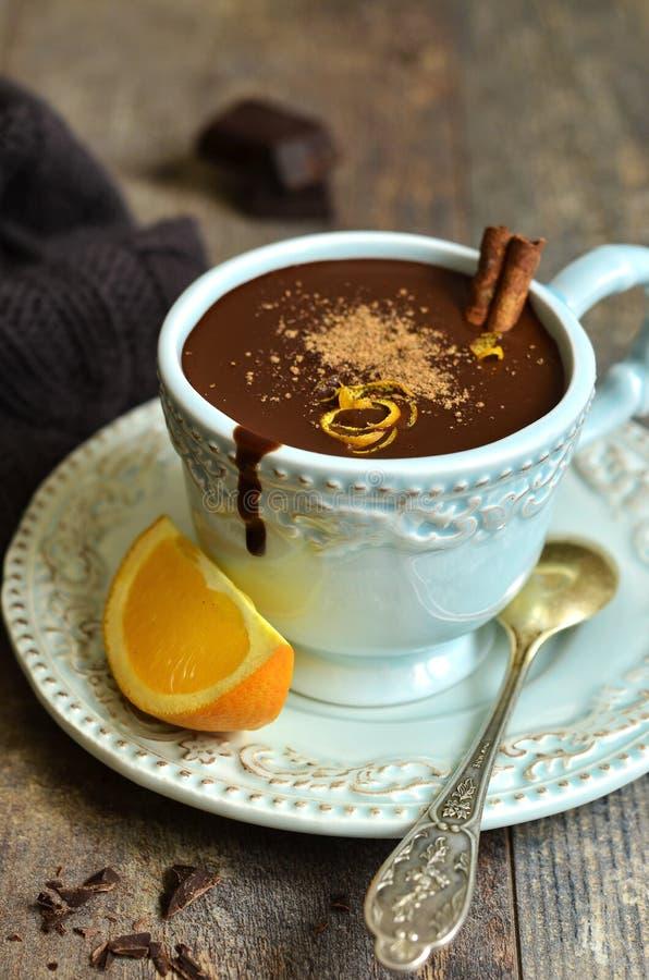 Chocolat Chaud Fait Maison Avec L'orange Et La Cannelle Image stock - Image: 63017451