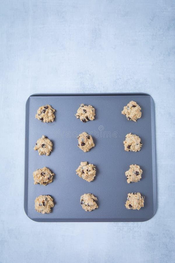 Chocolat Chip Cookie Batter Heaps Sheet images libres de droits