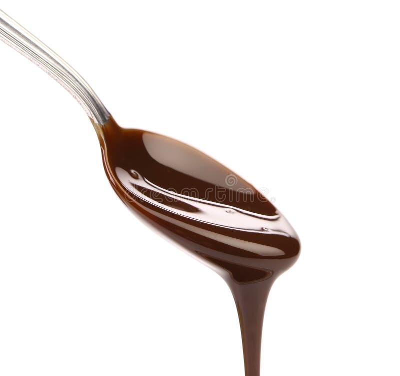 Chocolat liquide sur une cuillère. photographie stock libre de droits