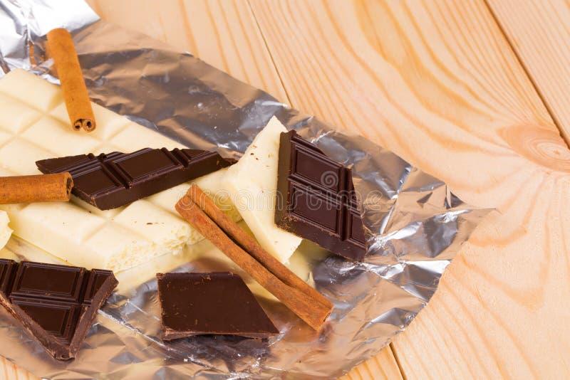 Chocolate blanco y oscuro fotografía de archivo