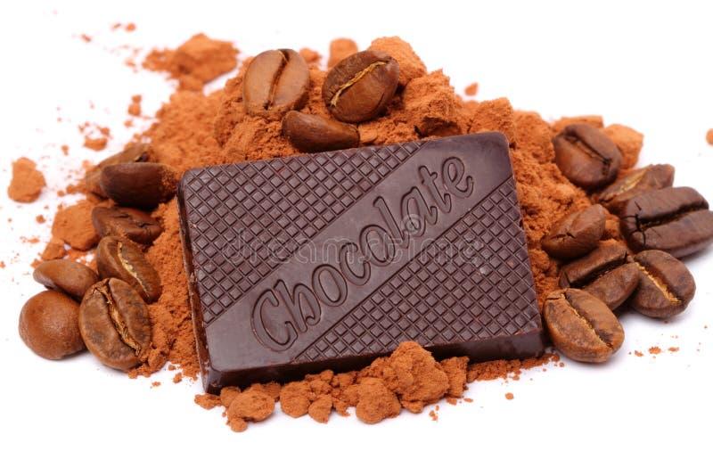 Chocolate, cacau e café em um branco foto de stock