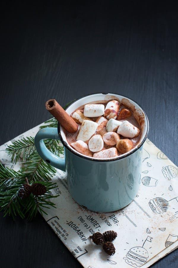 Chocolate caliente con las melcochas foto de archivo libre de regalías