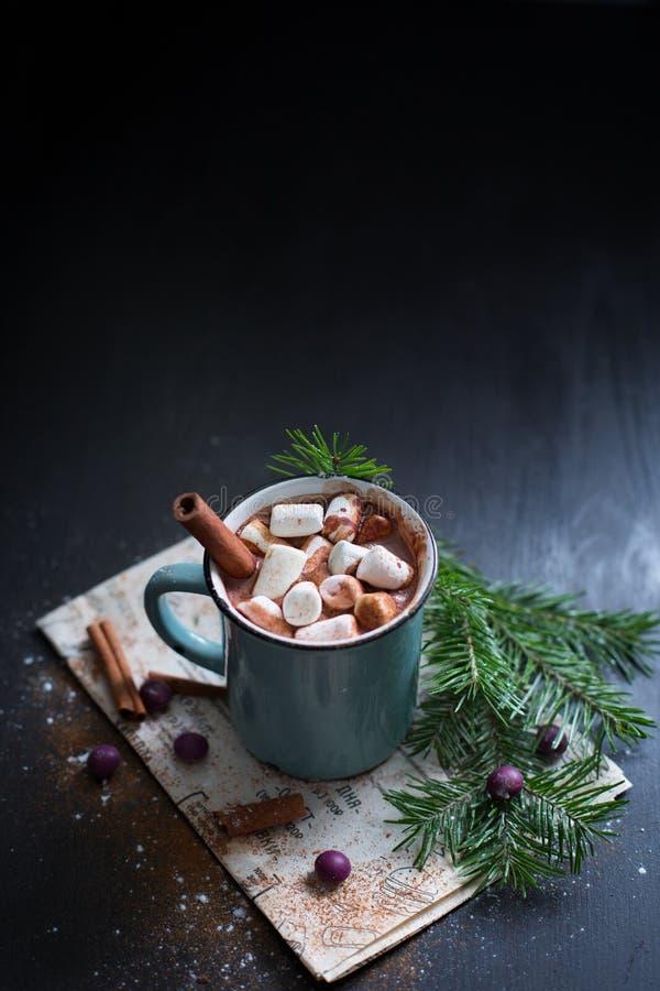 Chocolate caliente con las melcochas imágenes de archivo libres de regalías