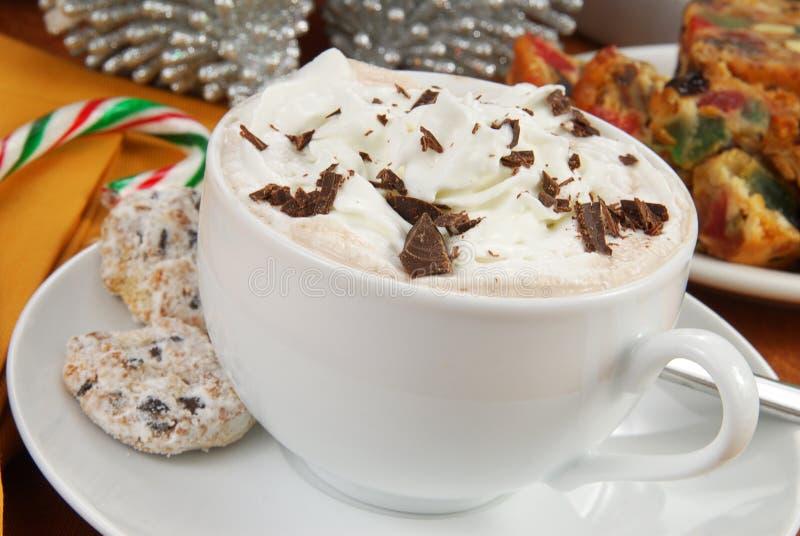 Chocolate caliente en la Navidad imagen de archivo