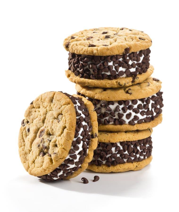 Chocolate Chip Cookie Ice Cream Sandwiches no fundo branco foto de stock royalty free