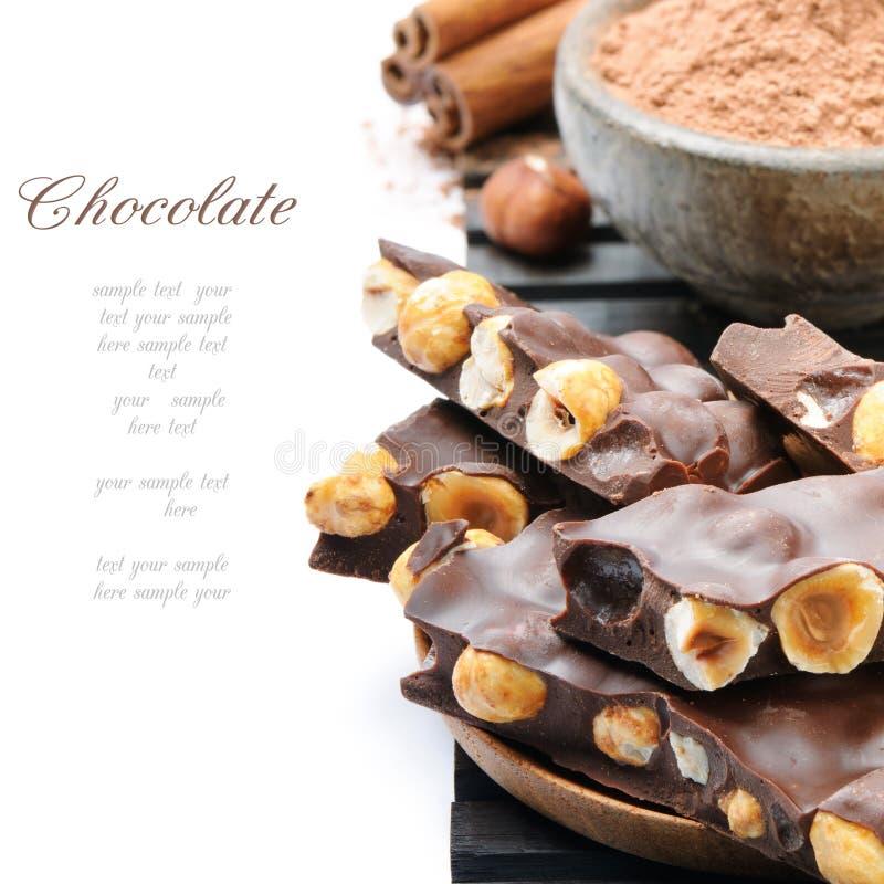 Chocolate com avelã e pó de cacau foto de stock