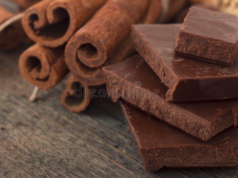 Chocolate con canela imagen de archivo libre de regalías