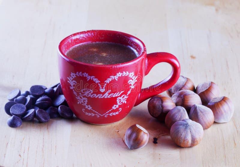 Chocolate con las avellanas imágenes de archivo libres de regalías